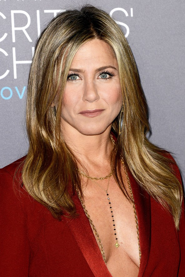 Jennifer-Aniston_glamour_16jan15_PA_b_592x888_1